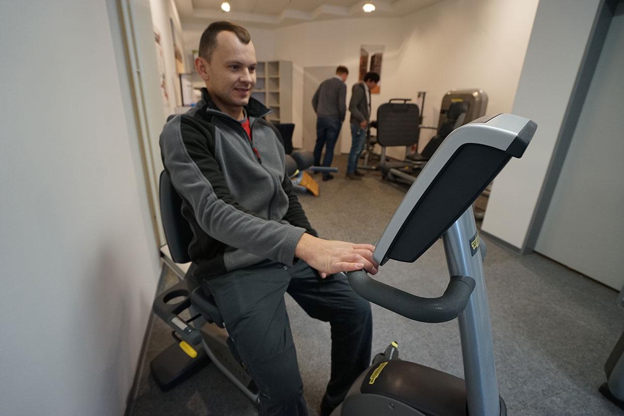 Fitnessraum für Mitarbeiter von Sander Fenster Türen Fassaden